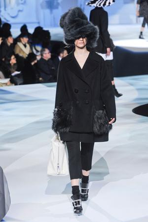 Показы мод Marc Jacobs Осень-зима 2012-2013 | Подиум на ELLE - Подиум - фото 1654