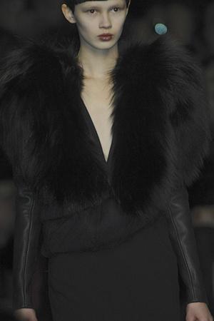 Показ Givenchy коллекции сезона Осень-зима 2009-2010 года prêt-à-porter - www.elle.ru - Подиум - фото 98387