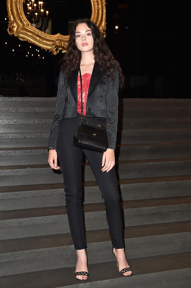 Невероятно прекрасна: дочь Моники Белуччи и Венсана Касселя на показе Dolce&Gabbana (фото 3)