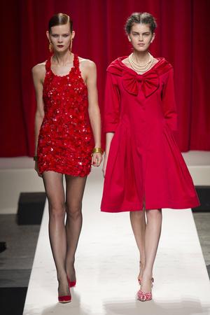 Показы мод Moschino Весна-лето 2014 | Подиум на ELLE - Подиум - фото 3619