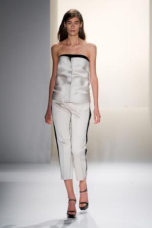 Показ Calvin Klein Collection коллекции сезона Весна-лето 2013 года prêt-à-porter - www.elle.ru - Подиум - фото 423612
