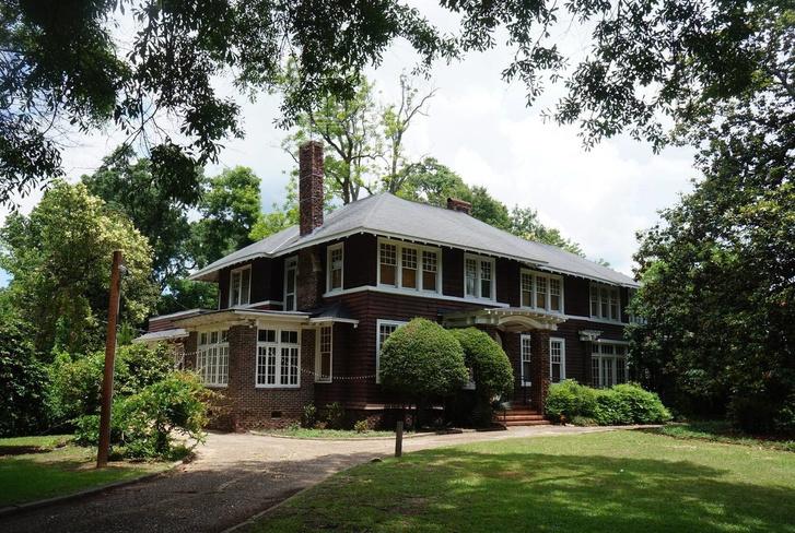 10+ домов, где были написаны бестселлеры (фото 31)