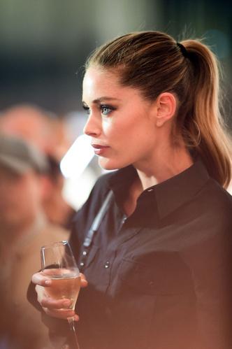 Как носить тотал-блэк? Как Даутцен Крез на вечеринке L'Oréal Paris (фото 1.2)