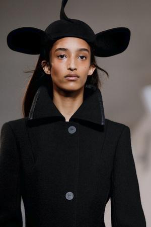 Тренд будущего сезона - шляпы из новой коллекции Loewe (фото 10.1)