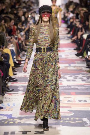 Показ Christian Dior коллекции сезона осень-зима  2018-2019 года Prêt-à-porter - www.elle.ru - Подиум - фото 703301