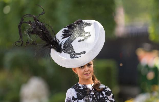 Фото №4 - Самые необычные шляпы гостей королевских скачек Аскот 2015
