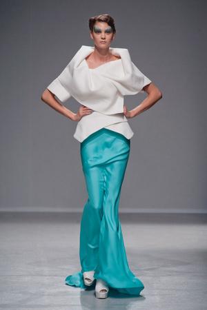 Показы мод Gareth Pugh Весна-лето 2014 | Подиум на ELLE - Подиум - фото 3642