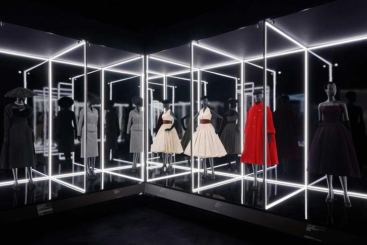 Выставка «Кристиан Диор: дизайнер мечты» в Лондоне (фото 11)