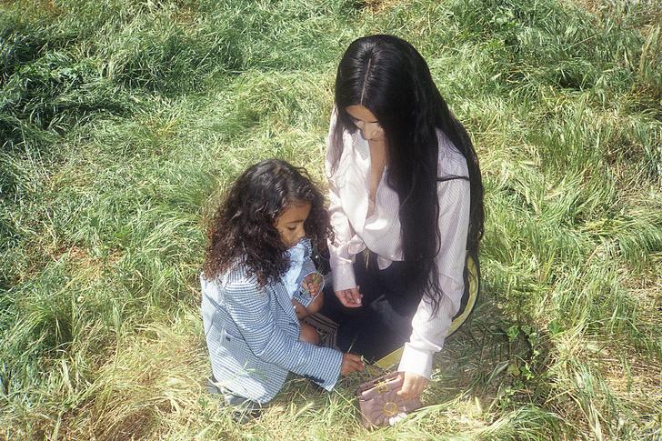 5-летняя дочь Ким Кардашьян дебютировала в качестве модели (фото 1)