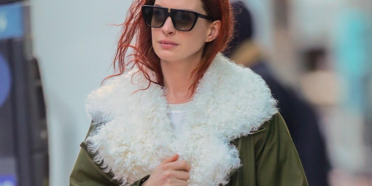 Девушка-пожар: Энн Хэтэуэй перекрасила волосы в красный