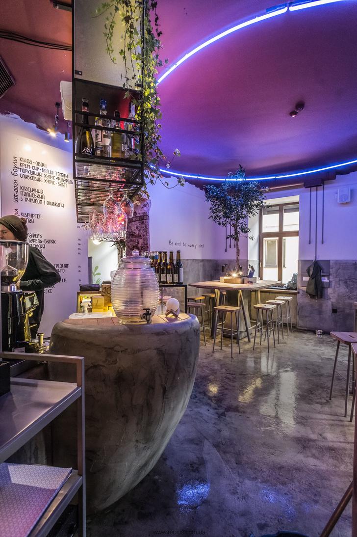 Веганское кафе OMNOMNOM в Львове (фото 2)