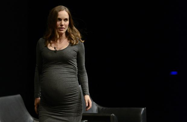 беременная Натали Портман на премьере «Джеки» в Вашингтоне