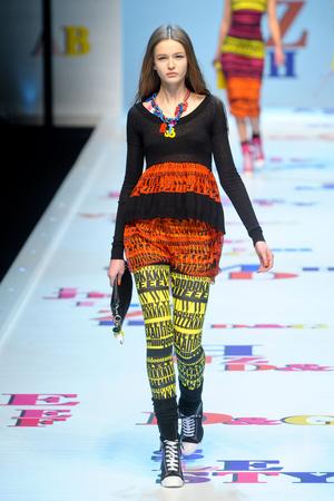 Показы мод D&G Осень-зима 2011-2012 | Подиум на ELLE - Подиум - фото 2198