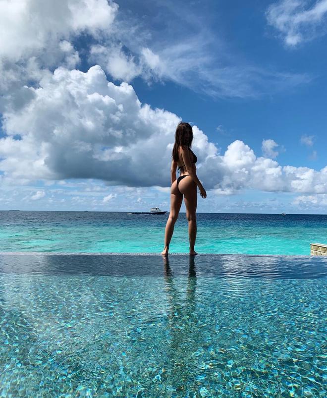 Девушка и море: Эмили Ратаковски на Мальдивах (фото 1)