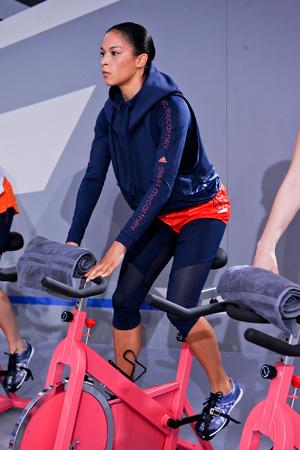 Показ Adidas by Stella McCartney коллекции сезона Весна-лето 2014 года prêt-à-porter - www.elle.ru - Подиум - фото 566996