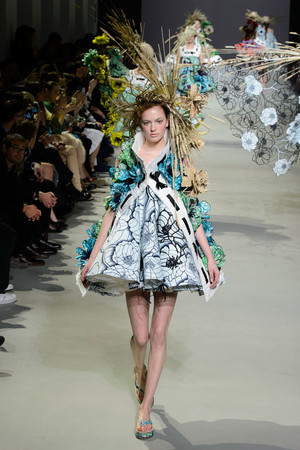 Показ Viktor & Rolf коллекции сезона Весна-лето 2015 года Haute couture - www.elle.ru - Подиум - фото 593331
