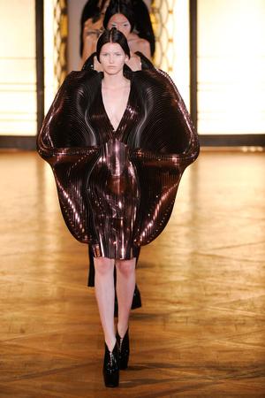 Показ  коллекции сезона Осень-зима 2012-2013 года Haute couture - www.elle.ru - Подиум - фото 403419