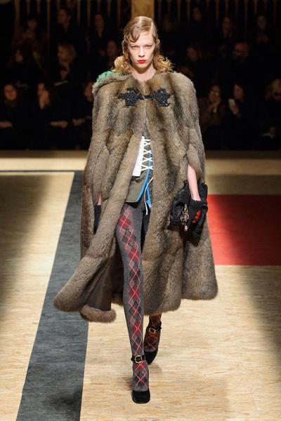 Самые красивые образы Недели моды в Милане   галерея [1] фото [11]