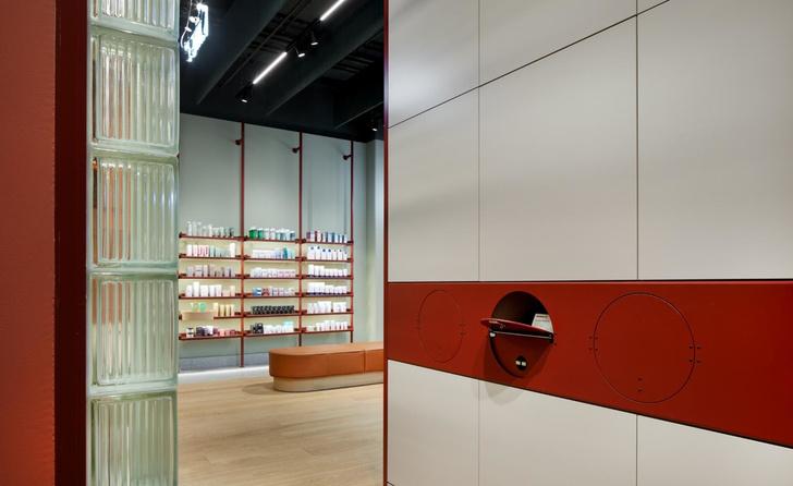 Берлинская аптека в стиле ретрофутуризма (фото 9)