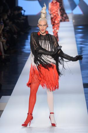 Показ Jean Paul Gaultier коллекции сезона Весна-лето 2018 года Haute couture - www.elle.ru - Подиум - фото 677081