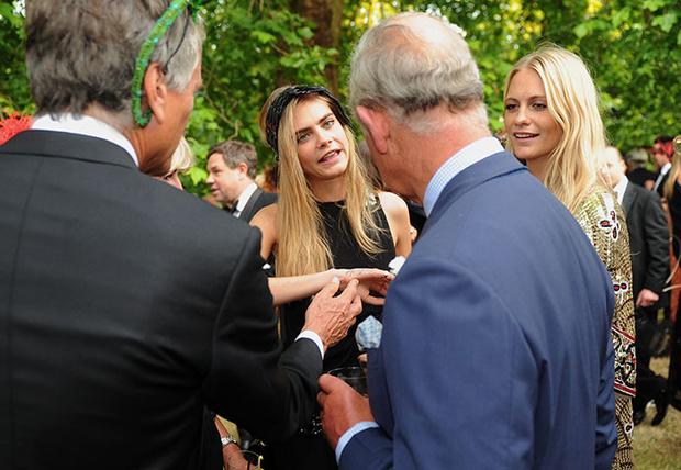 Кара и Поппи Делевинь с Принцем Чарльзом