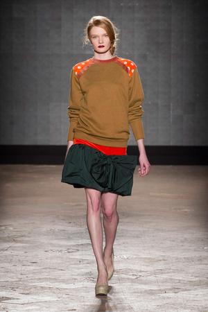 Показ New upcoming designers коллекции сезона Осень-зима 2014-2015 года prêt-à-porter - www.elle.ru - Подиум - фото 581358
