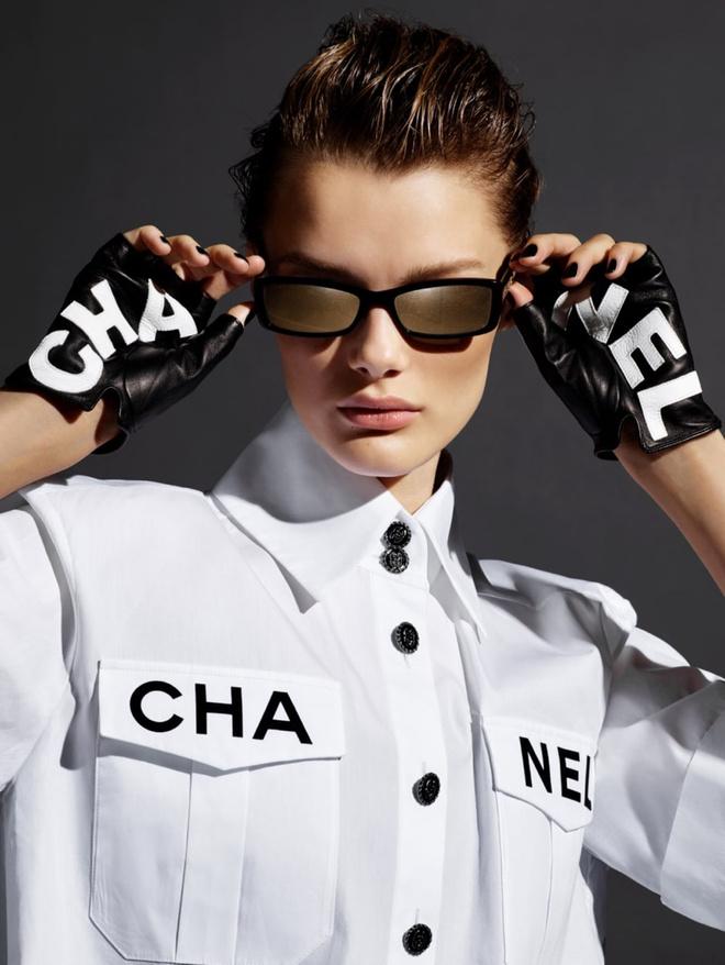Какие очки носить этой весной: идеальные оправы в новой кампании Chanel (фото 3)