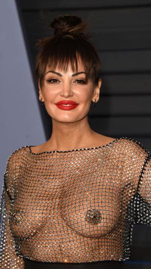 Призрачная нить: самые откровенные платья звезд на вечеринке после «Оскара» (фото 8.2)