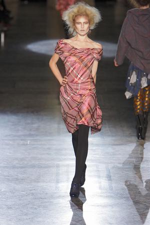 Показ Vivienne Westwood Red Label коллекции сезона Осень-зима 2010-2011 года Prêt-à-porter - www.elle.ru - Подиум - фото 149231