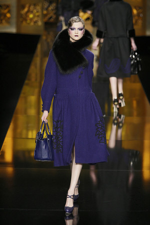 Показ Christian Dior коллекции сезона Осень-зима 2009-2010 года Prêt-à-porter - www.elle.ru - Подиум - фото 97675