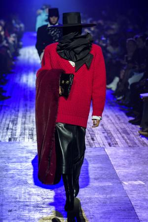 Показ Marc Jacobs коллекции сезона осень-зима  2018-2019 года Prêt-à-porter - www.elle.ru - Подиум - фото 688641