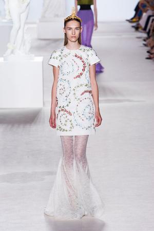 Показ Giambattista Valli коллекции сезона Осень-зима 2013-2014 года Haute couture - www.elle.ru - Подиум - фото 556439