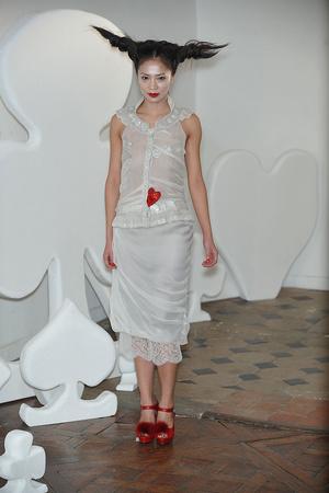 Показ On Aura Tout Vu коллекции сезона Весна-лето 2010 года haute couture - www.elle.ru - Подиум - фото 138768