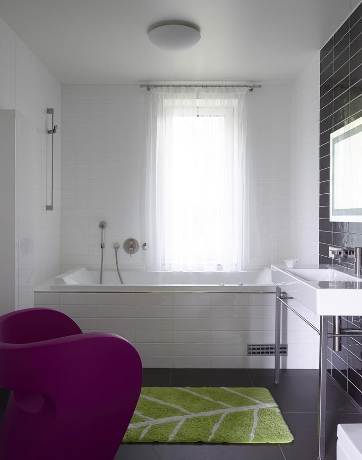 Ванная комната. Ванна и раковина, дизайн Филиппа Старка для Duravit. Плитка, Ceramica di Treviso.