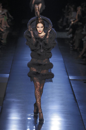 Показ Jean Paul Gaultier коллекции сезона Осень-зима 2010-2011 года haute couture - www.elle.ru - Подиум - фото 168535