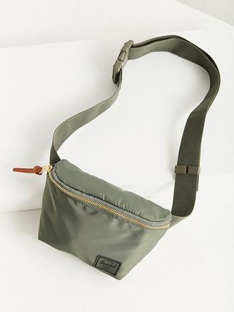 20 стильныхпоясных сумок налето (фото 7.2)