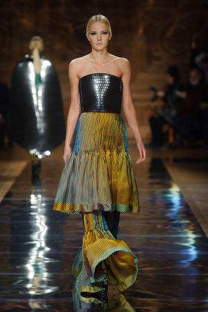 Показ Oscar Carvallo коллекции сезона Весна-лето 2014 года haute couture - www.elle.ru - Подиум - фото 574997