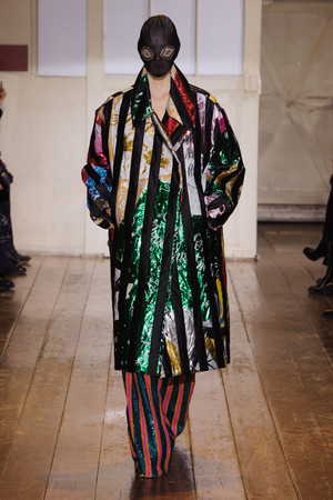 Показ Maison Martin Margiela коллекции сезона Весна-лето 2014 года haute couture - www.elle.ru - Подиум - фото 575097