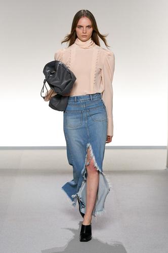 Всего одна юбку на весну — джинсовая миди, как носили наши мамы (фото 3.2)