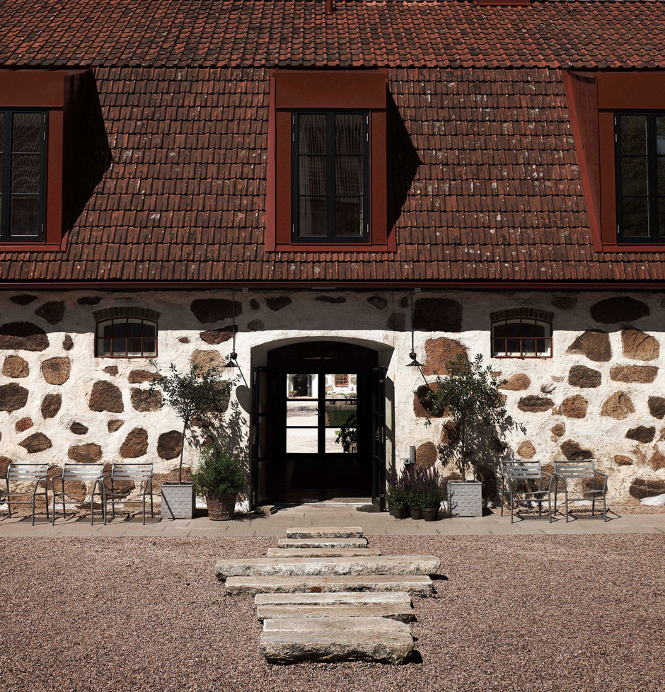 Wanås hotel and restaurant opens in converted 18th-century cow barn and horse stable (фото 0)