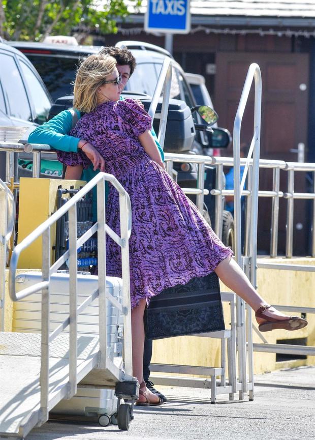 Выбирайте платье как у Карли Клосс если летите в жаркую страну (фото 2)