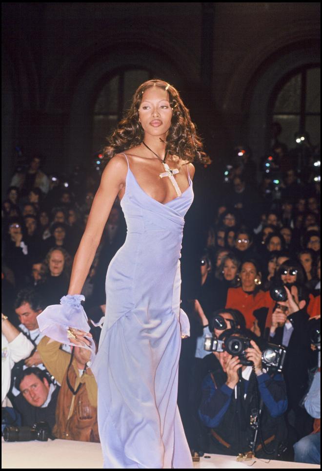 10 знаковых платьев Chanel, созданных Карлом Лагерфельдом (фото 4)
