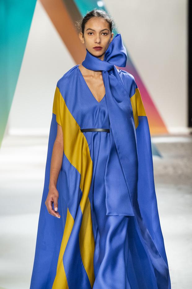 Новый способ носить шарф будущей осенью от Roksanda (фото 5)