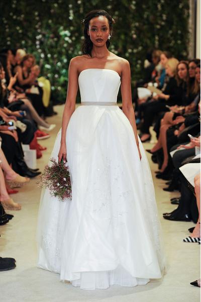 50 самых красивых платьев со Свадебной Недели Моды в Нью-Йорке | галерея [1] фото [37]