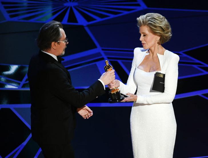 Две легенды: Джейн Фонда и Хелен Миррен на сцене премии «Оскар-2018» (фото 3)