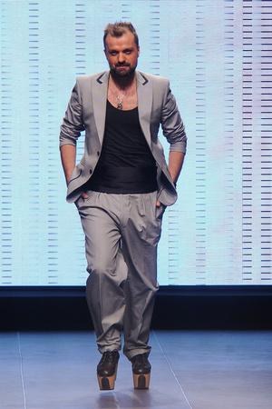 Показ Julien Fournie коллекции сезона Осень-зима 2011-2012 года Haute couture - www.elle.ru - Подиум - фото 278569