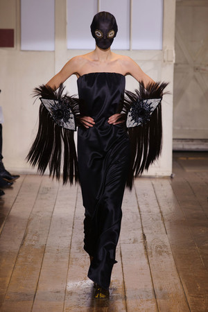 Показ Maison Martin Margiela коллекции сезона Весна-лето 2014 года haute couture - www.elle.ru - Подиум - фото 575102
