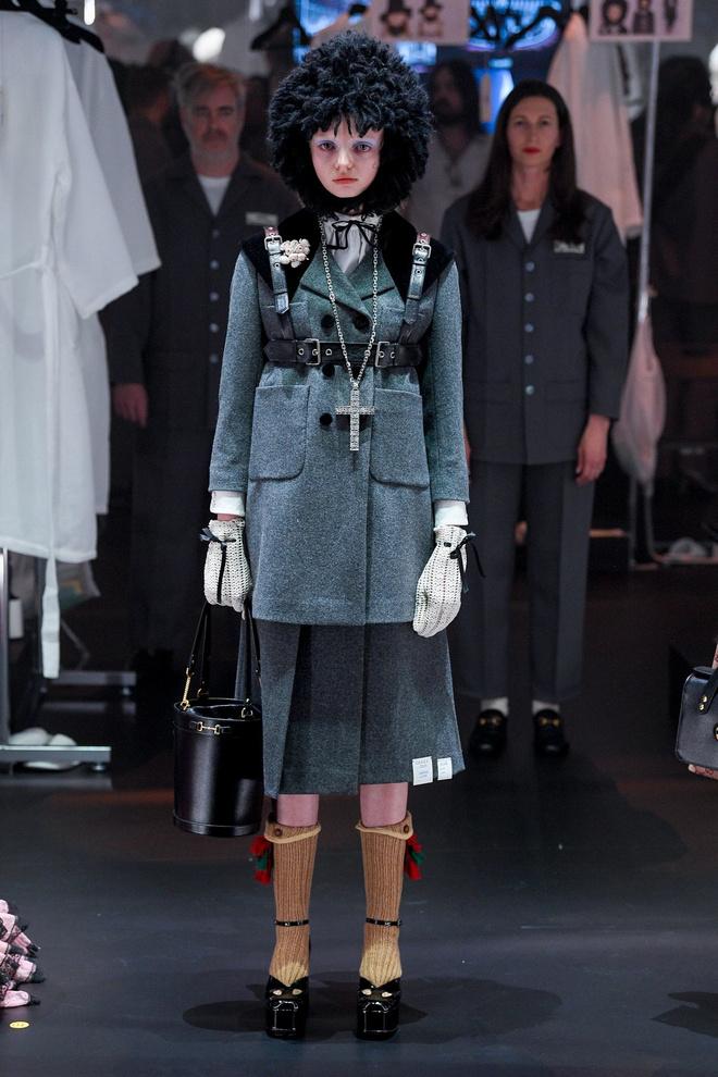 Мастера Gucci дошивали одежду прямо на показе (фото 11.1)
