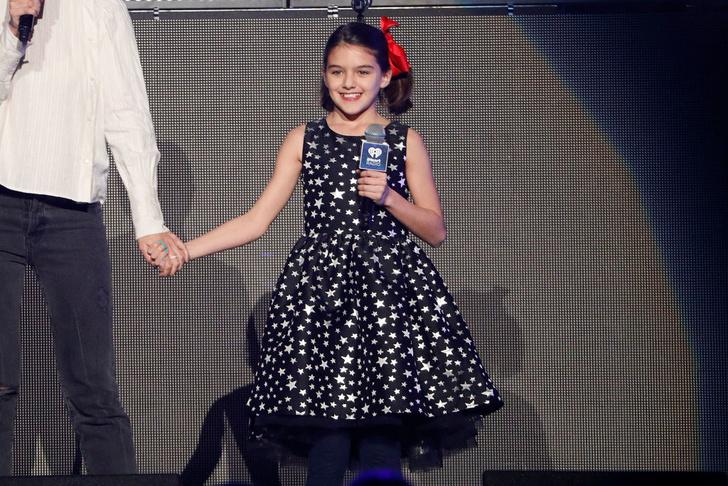 11-летняя дочь Тома Круза впервые вышла на сцену (фото 4)