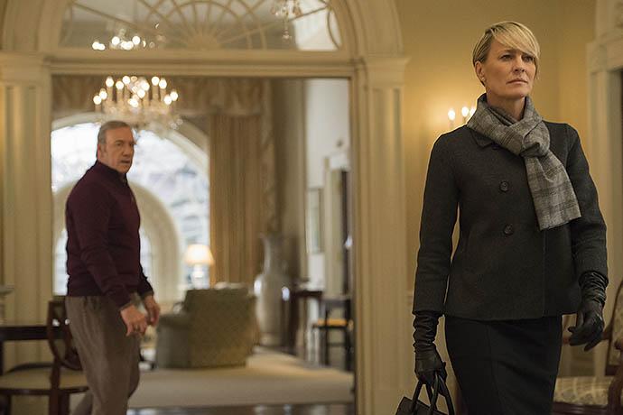 Клер (Робин Райт) уходит от Фрэнка (Кевин Спейси) в конце 3 сезона